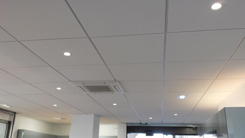 Un faux plafond autoportant